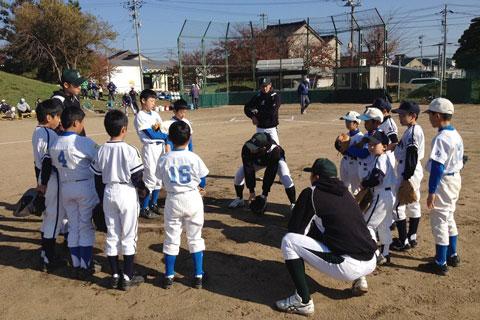野球部による地元少年への野球教室